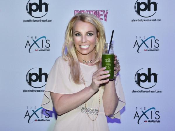 Britney-Spears-Pops-Into-The-Juice-Standard
