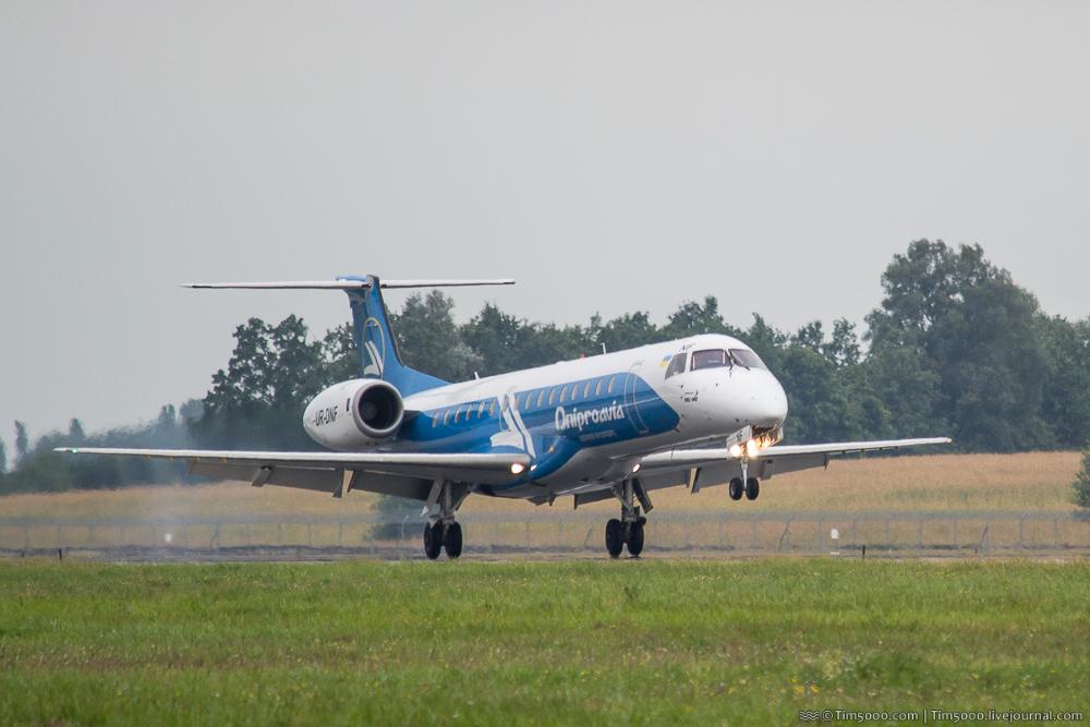 Embraer ERJ-145 Днипроавиа