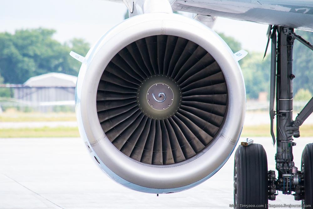 Самолетный двигатель
