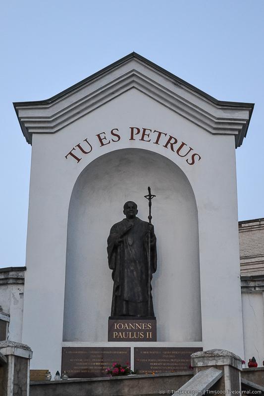 Памятник Иоанну-Павлу ІІ в Виннице