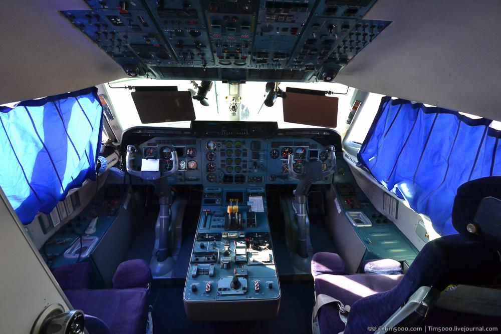 Кабина пилотов Ан-140