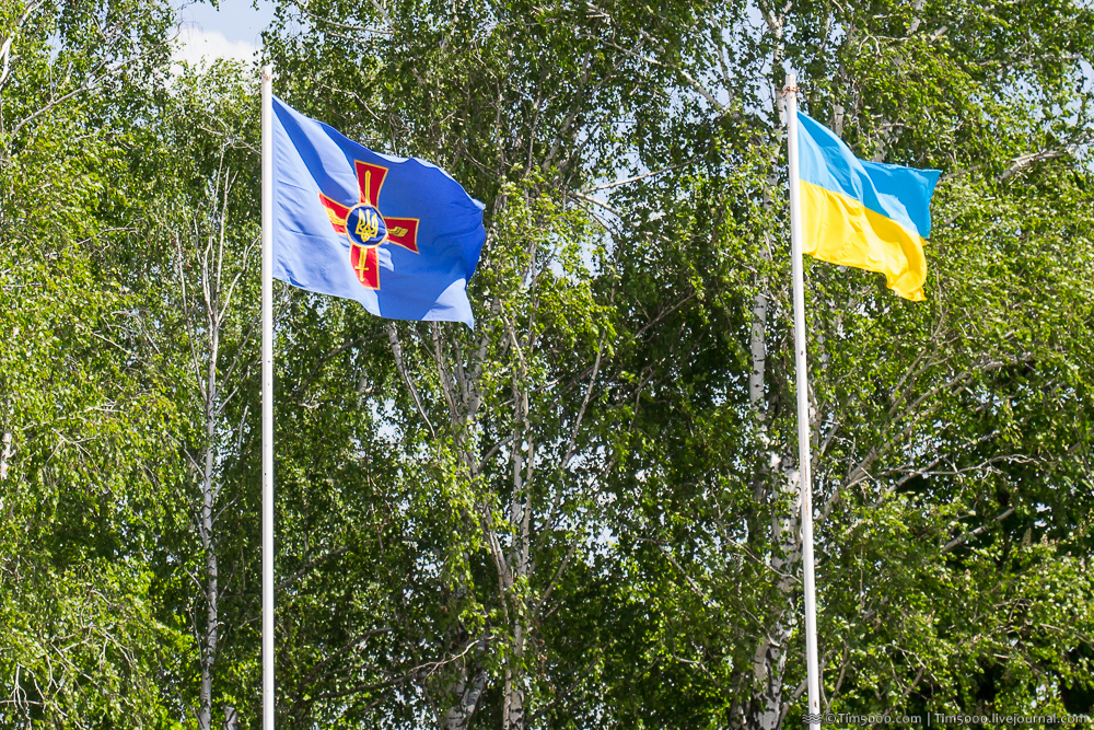 Флаг Воздушных Сил Вооружённых Сил Украины и флаг Украины