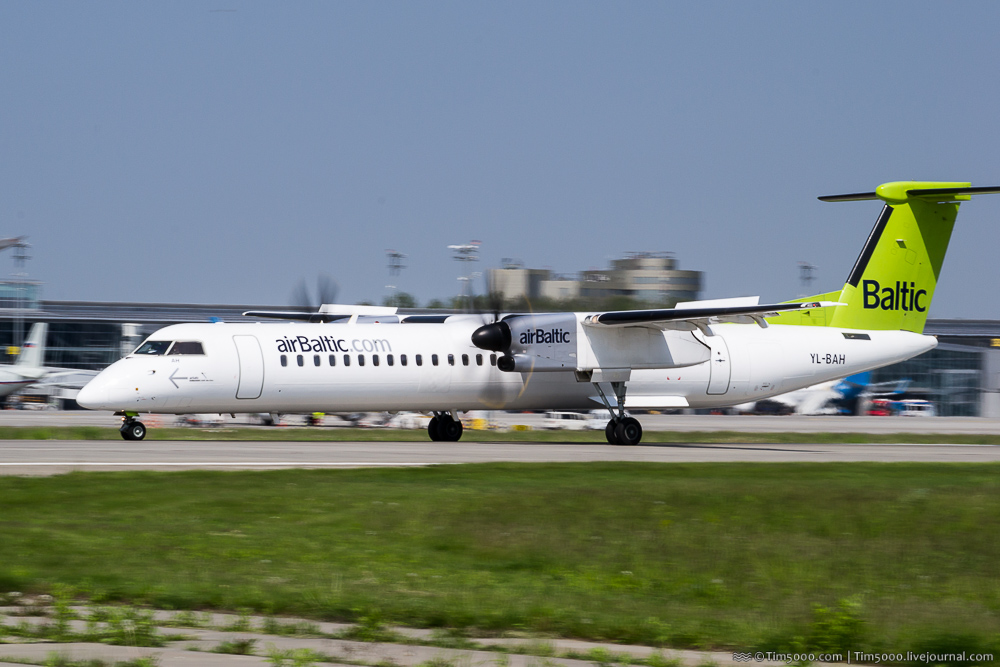De Havilland Canada DHC-8-400 AirBaltic