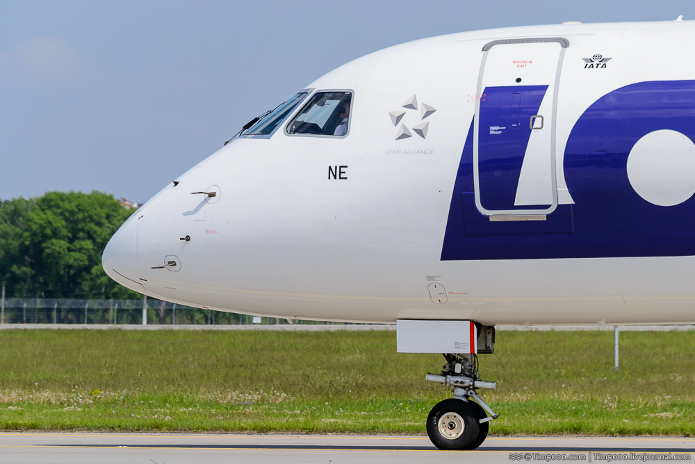 Embraer ERJ-195 LOT