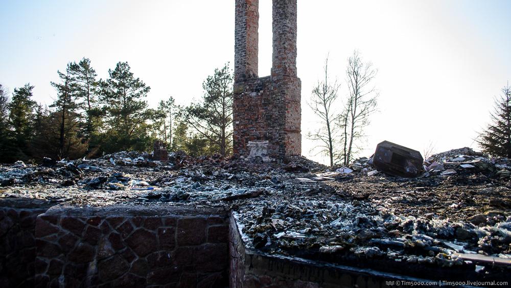 Сгоревшее поместье сбежавшего олигарха