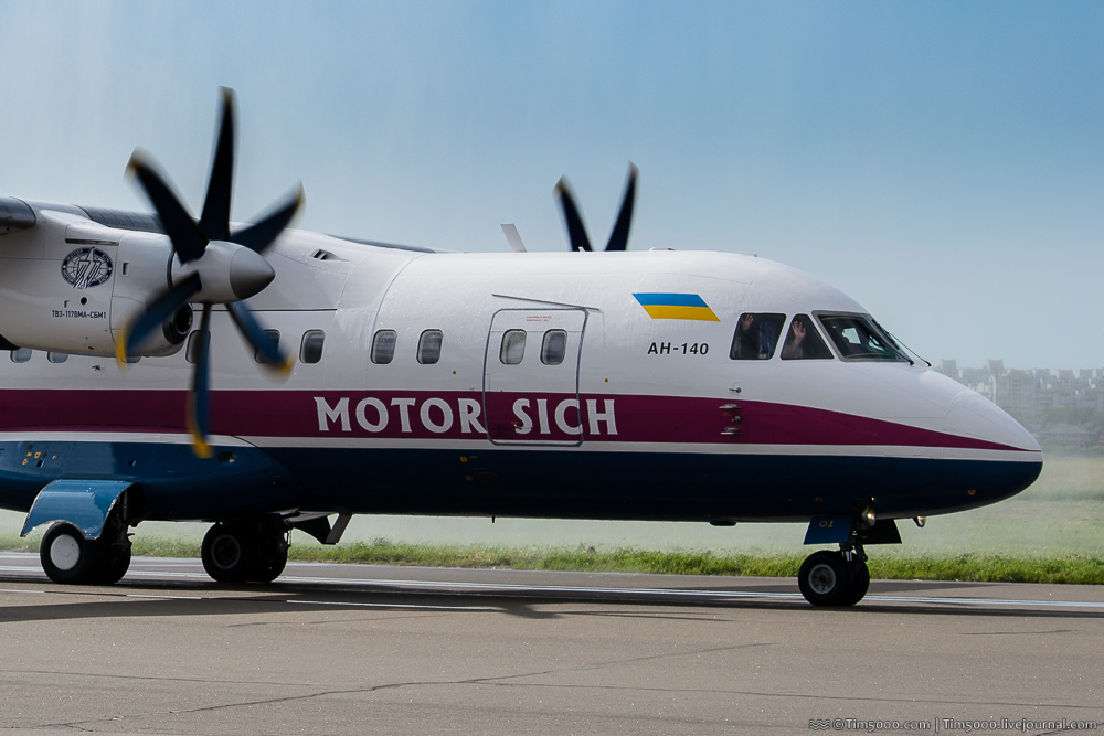 Ан-140 UR-14005 Мотор-Сич