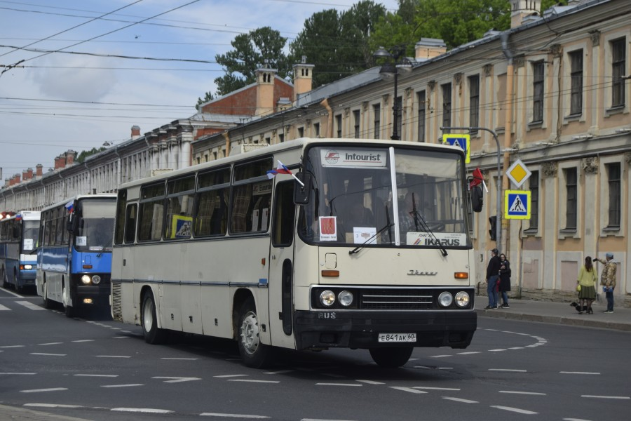 Икарус-256.50VL на Ретро-Параде 2019