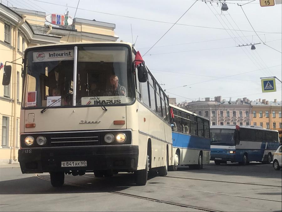 Первый автобус клуба IkarusBusclub ретро-парад 2019