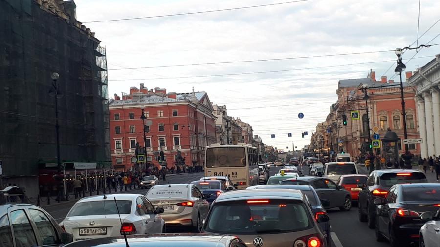 Икарус от Ikarusbusclub на Невском в Петербурге в 2019 году на Фестивале Точка доступа