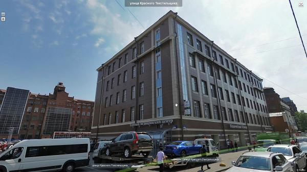 Единый медицинский центр перед бывшей бумагопрядильной мануфактурой, на панораме Яндекс.Карты