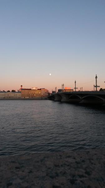 Любуясь белыми ночами Петербурга...