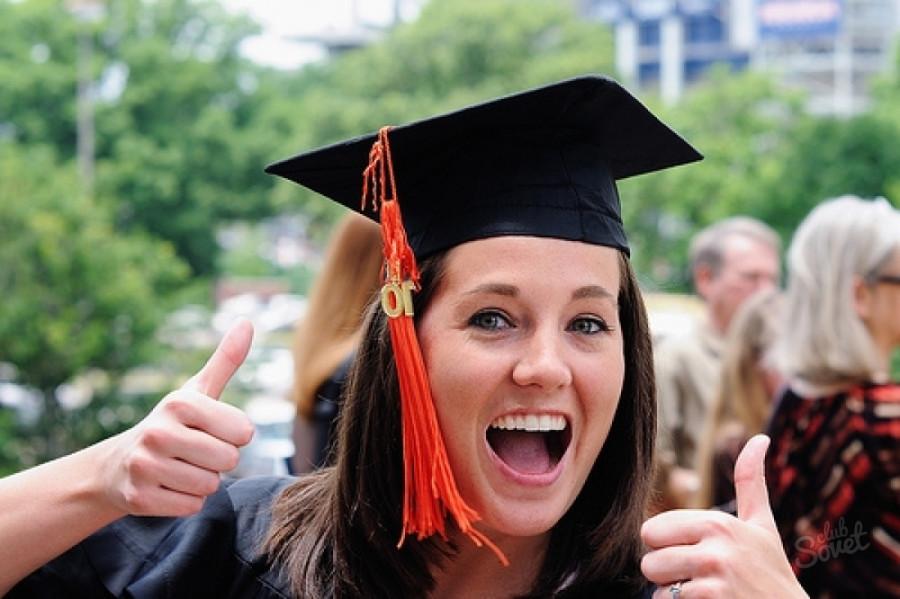 Радостная обладательница магистерского диплома