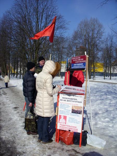 20130317, Дыбенко, люди подписываются