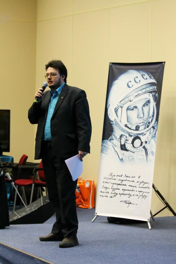 Максим Цуканов делает доклад «Забытые подвиги отечественных космонавтов»