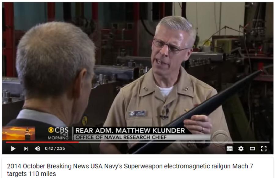 Глава военно-морских исследований контр-адмирал Мэтью Кландер показывает свой актёрский уровень в рекламе рельсотрона. 2014 год