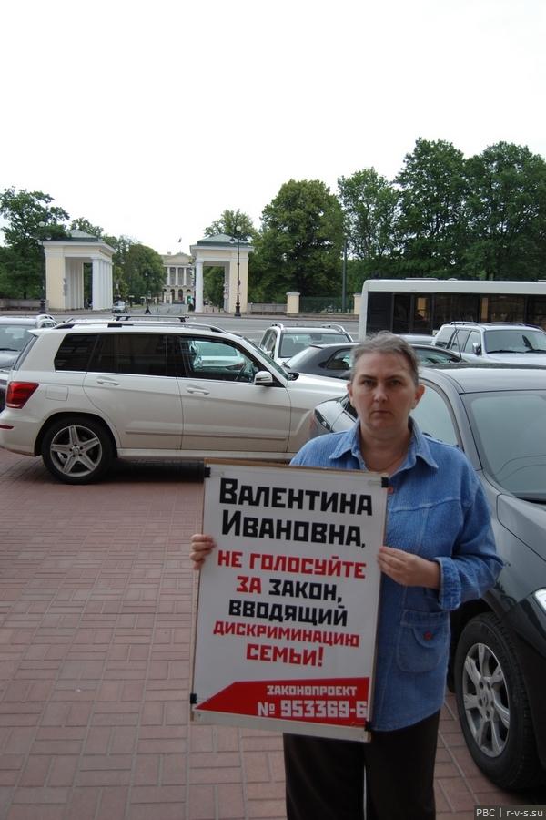 DSC_4910 Приёмная Матвиенко напротив Смольного.jpg