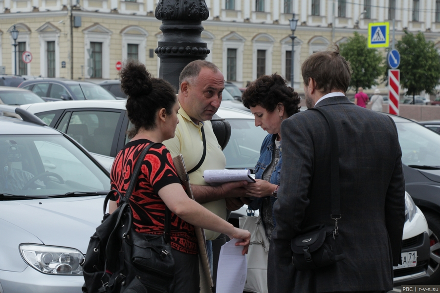 IMG_9455 Сбор подписей против антисемейных законов перед ЗАКСом.jpg