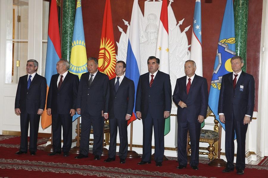 Правее представителя Узбекистана стоит представитель самой ОДКБ