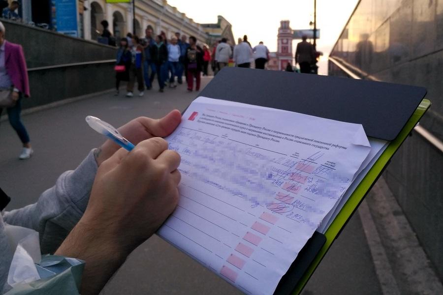Сбор подписей против пенсионной реформы на Гостином дворе 2018.08.27