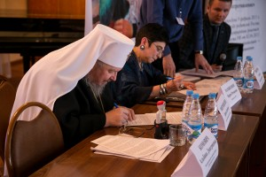 Митрополит Красноярский РПЦ и председатель РВС подписывают соглашение
