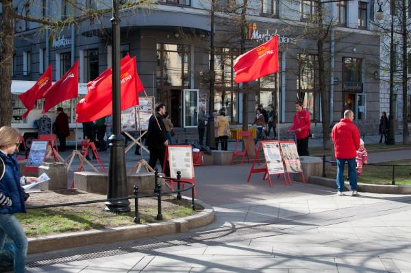 13 Флаги развеваются
