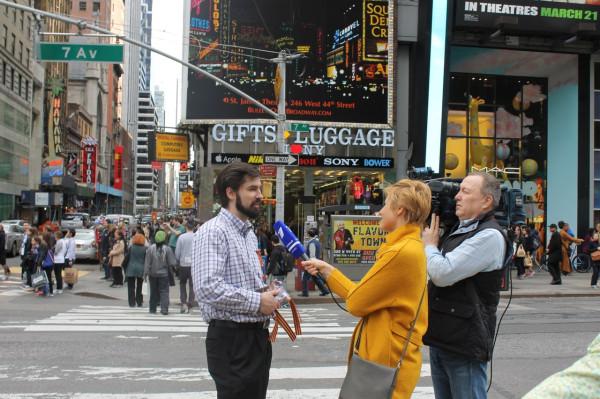 2014.05.04 Таймс-сквер, интервью Первому каналу
