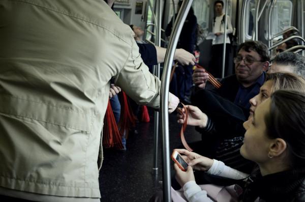 2013.05 Нью-йоркское метро, георгиевские ленточки