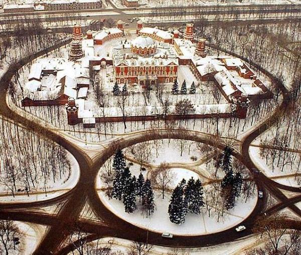 Петровский дворец на Ленинградском проспекте
