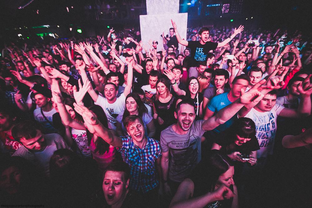 толпа в клубе фото