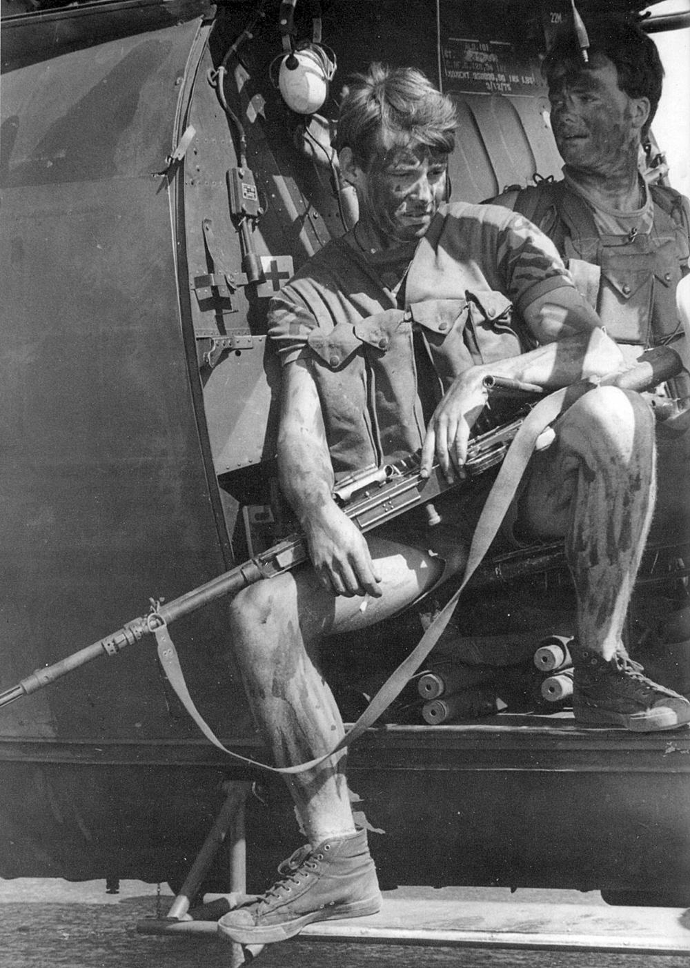 Легкий пехотинец после 3 боевых десантирований за день, район Мтоко