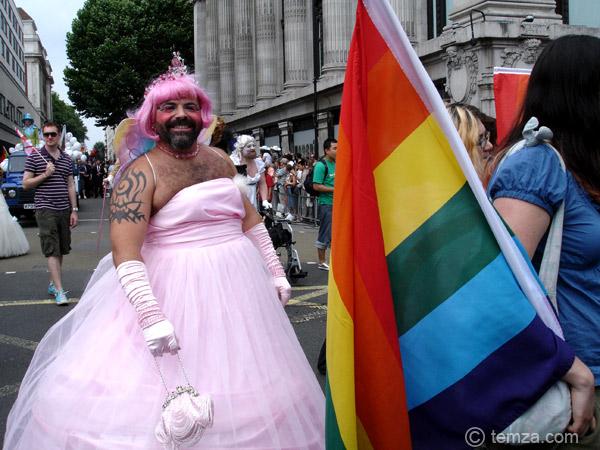 gay-pride-crossdress