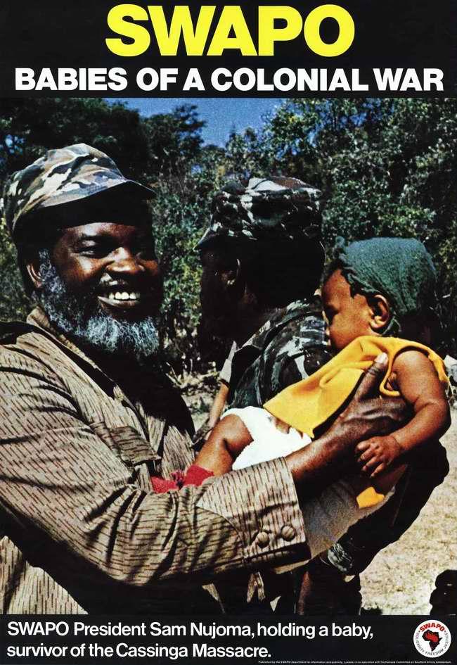 СВАПО - это дети колониальной войны. Президент СВАПО Сэм Нуйома на руках с ребенком, который остался в живых после резни в Кассинге