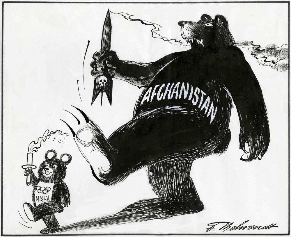 Два советских медведя образца 1980 года (Нидерланды)