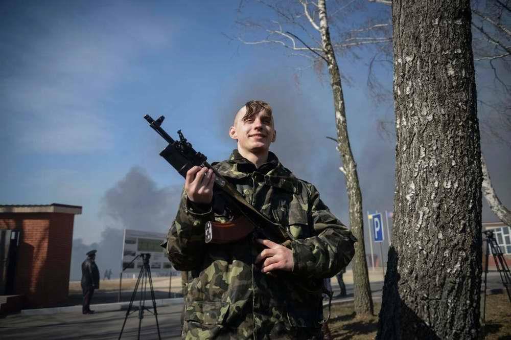 Молодой боец украинской Национальной гвардии