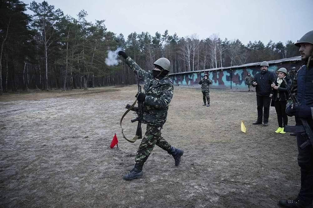 Во время занятий по стрелковой и огневой подготовке (6)