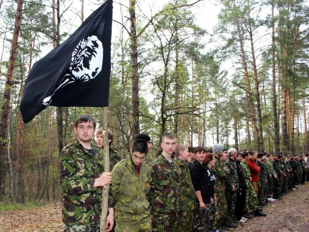 Под черным знаменем: общее построение перед началом игры - Военно-патриотическая игра Гурби - Антонивци
