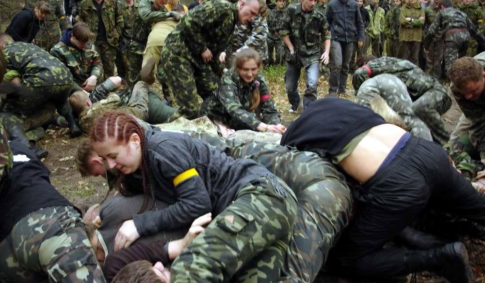 Куча-мала, главная цель которой сорвать повязку на руке противника - Военно-патриотическая игра Гурби - Антонивци