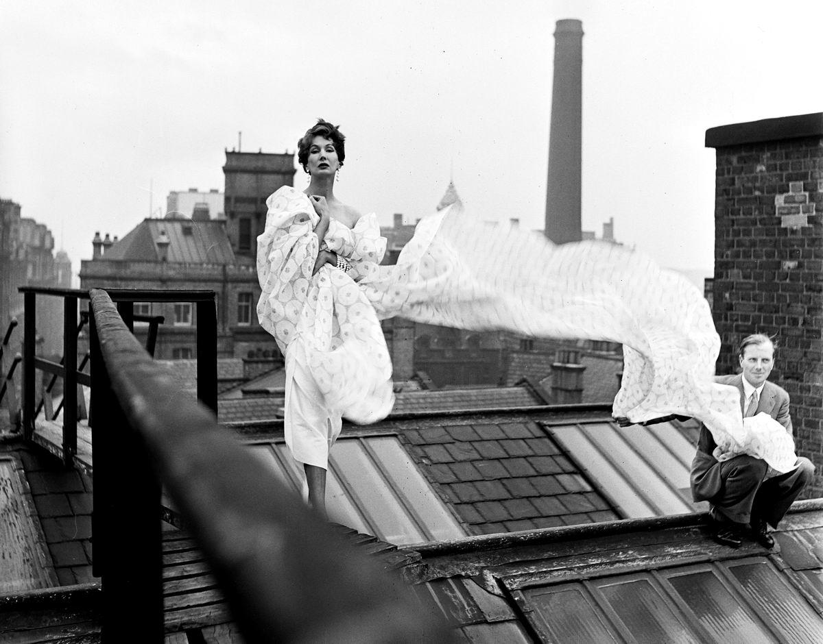Настоящие британские леди любят гулять по крышам (1952 год)