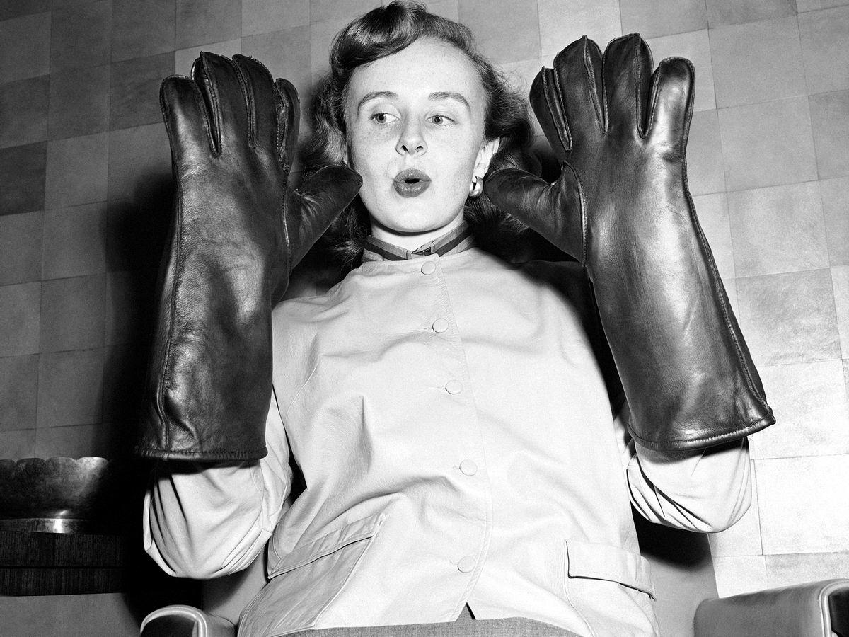 Такие вот перчатки: Ее любимый размер (1954 год)