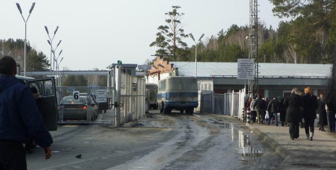 Центральный контрольно пропускной пункт ЗАТО Северск Жить нужно  25 метров до Центрального КПП Северска