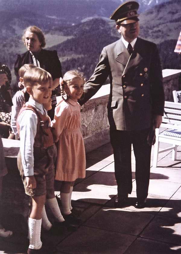 Адольф Гитлер - лучший друг всех детей