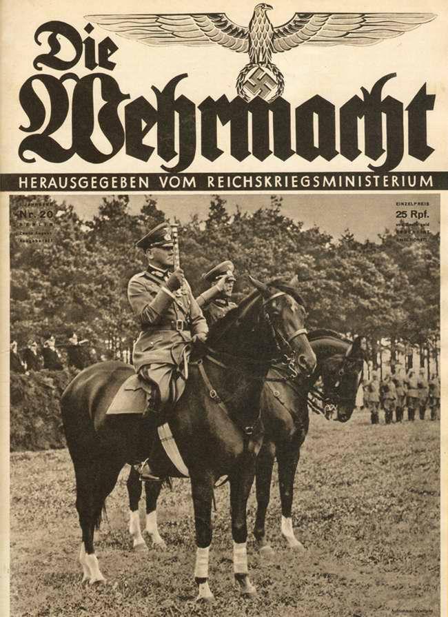 Генерал-фельдмаршал фон Бломберг на учебном полигоне приветствует личный состав одной из пехотных частей вермахта