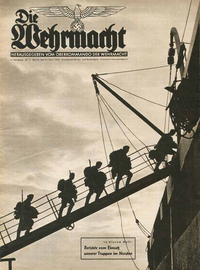 Немецкие солдаты поднимаются на борт одного из транспортных кораблей, отправляемых для захвата Норвегии