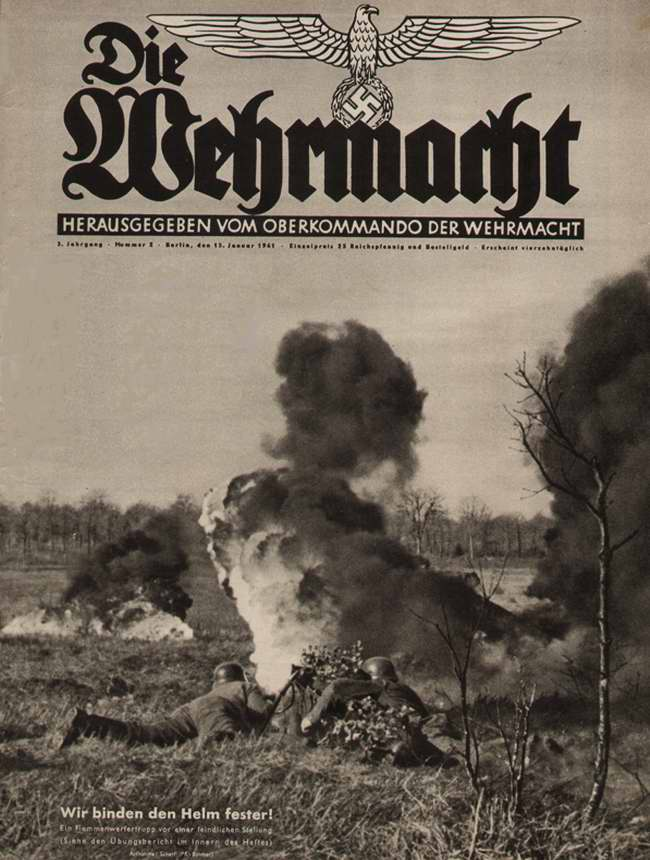 Немецкие огнеметчики занимаются уничтожением вражеской позиции