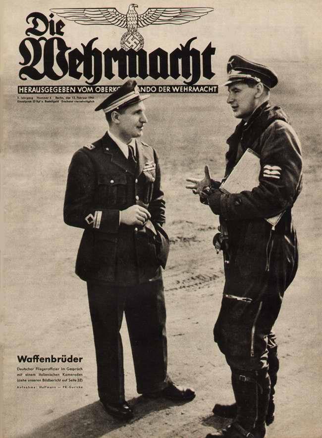 Братья по оружию: немецкий и итальянский летчики ведут разговор на профессиональную тему