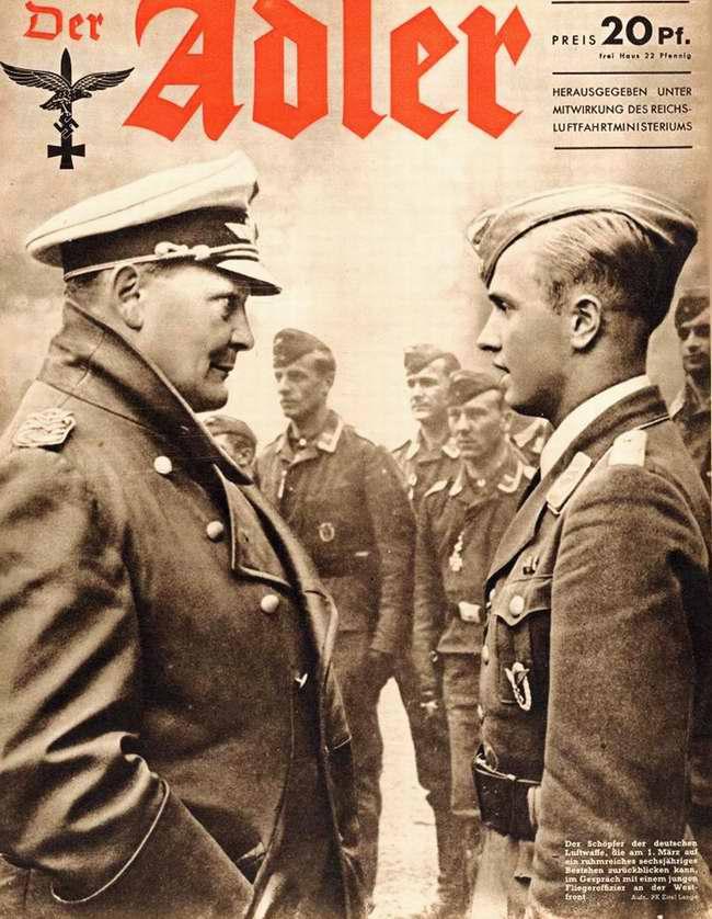 Министр авиации и рейхсмаршал Геринг беседует с молодым летчиком на Западном фронте