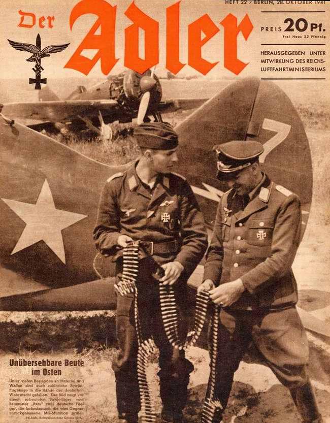 Огромные трофеи на Востоке: немецкие военнослужащие занимаются осмотром захваченной советской авиатехники и авиационного вооружения