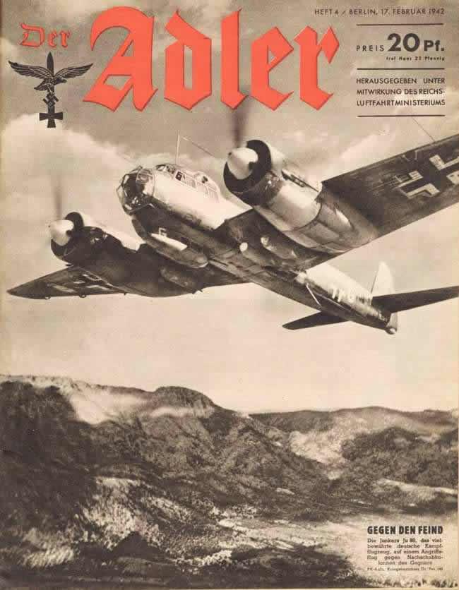 Немецкий бомбардировщик Ju 88 наносит удар с воздуха по колоннам тылового снабжения Красной армии