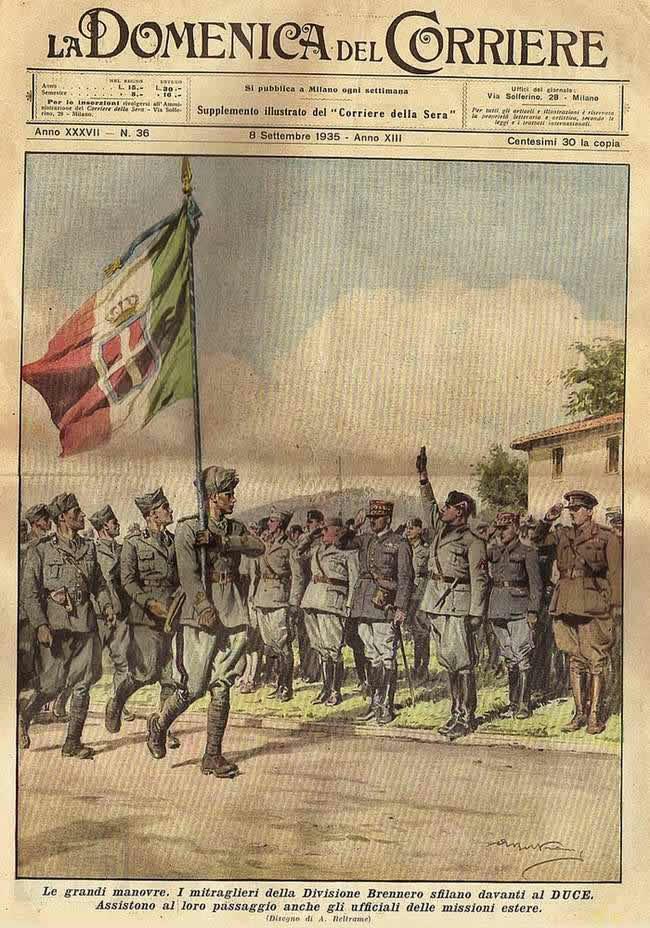 Во время военных маневров. Войска проходят парадным строем перед вождем Муссолини, который приветствует их (1935 год)