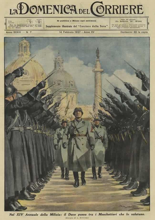 Шеренги чернорубашечников приветствуют Муссолини во время торжественного мероприятия по случаю 14-й годовщины со дня создания их организации (1937 год)